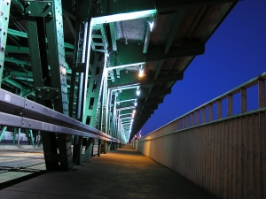 1251118_bridge_in_the_night.jpg